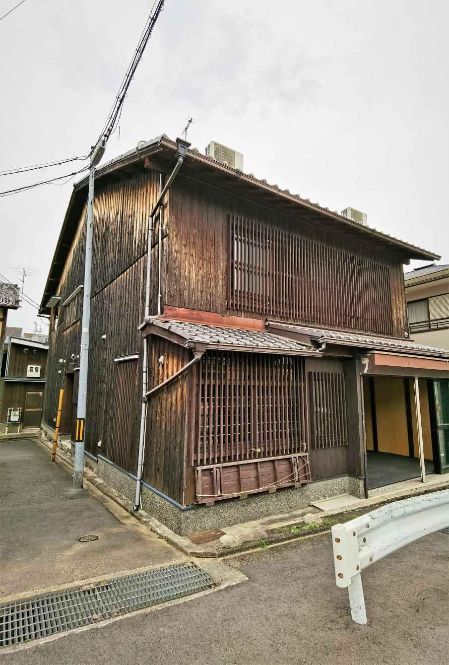 Renovated Kyo-Machiya Commercial House in Kurodani, near Konkai-Komyoji Temple, for Sale in Sakyo Ward