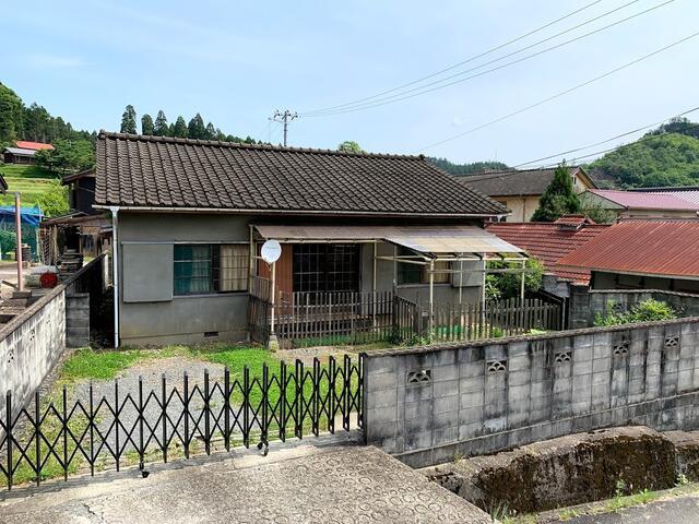 Used House in Ueuedai Keihokushuzan-cho, in Keihoku, for Sale in Ukyo Ward, Kyoto