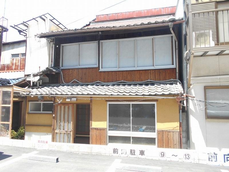 Komatsu-cho 2-story Kyo-Machiya House near Kenninji Temple, for Sale in Higashiyama Ward, Kyoto