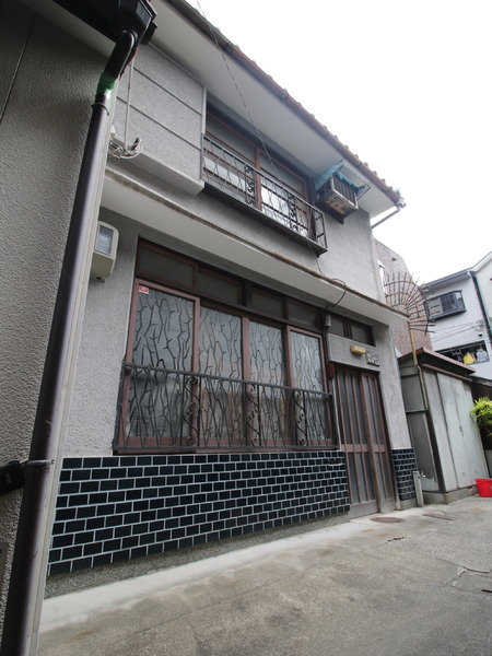 Machiya in Center of Kyoto City, on Rebuildable Land, for Sale in Shimogyo, Kyoto