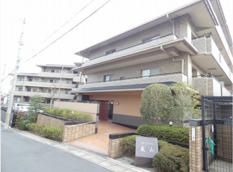 Condominium Apartment in Umezu Fushihara-cho, near Katsura River, for Sale in Ukyo Ward