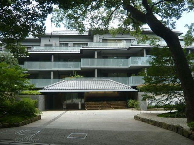 Price Changed: GRANDHILLS KYOTO HIGASHIYAMA LOGEMENTS, High-Class Condo Apartment near Shōren-in Monzeki, for Sale in Higashiyama Ward