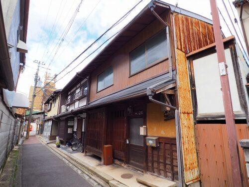 Non-Renovated Kyo-Machiya House near Kitano-Tenmangu Shrine, for Sale in Kamigyo Ward