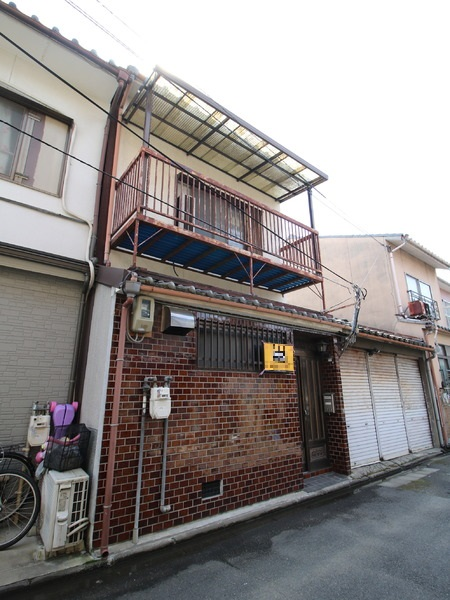 Used House in Minami Ward near Jujo sta, within walking distance to Kyoto sta, for Sale in Kyoto