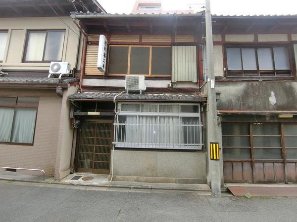 Kyo-Machiya House in Nishinokyo Nansei-cho, near Nijo sta., with Factory Area, for Sale in Nakagyo Ward