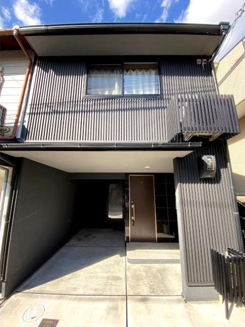Price Changed: Nishishichijo Minaminakanocho House, Renovated House with Car Garage, in Shimogyo Ward, for Sale in Kyoto