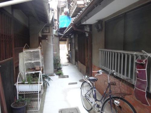 Non Renovated Machiya House in Higashiyama, near Rokuhara Temple, for Sale in Kyoto
