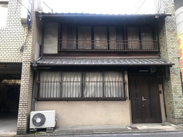 Machiya in Shimogyo, 10 min Walk to Shijo Karasuma sta., for Sale in Kyoto