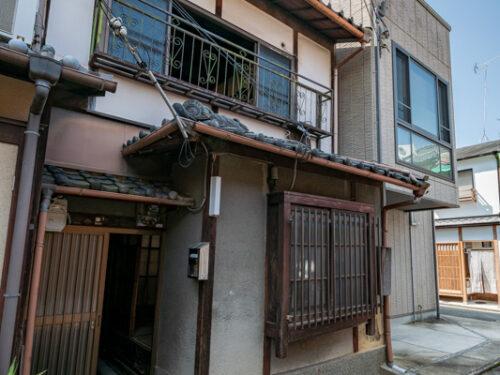 Non-Renovated Kyo-Machiya in Higashiyama Ward near Gojo st., for Sale in Kyoto