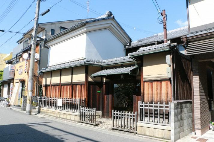 Machiya with Kura storage House, near Sanjo shopping str for Sale in Kyoto