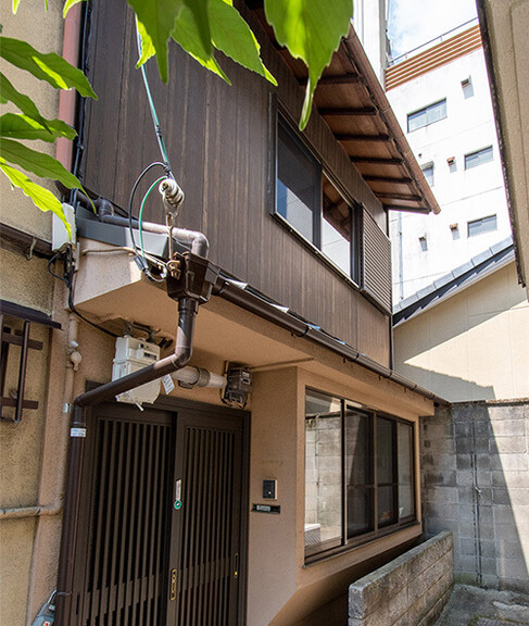 Reformed Kyo-Machiya House in Gojobashi Higashi 2-chome, near Kiyomizu Gojo sta., for Sale in Kyoto