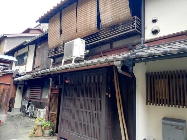 Kyo Machiya on Roji street, locating within walking distance to 3 stations