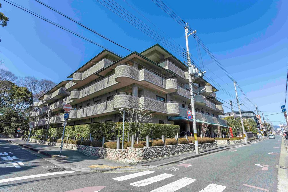 Price Changed: Gosho Higashi Urban Life, Apartment next to Kyoto Imperial Palace, for Sale in Kamigyo Ward