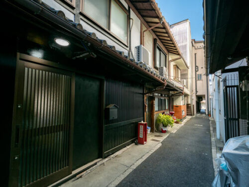 Renovated Kyo-Machiya House in Higashikujo Kamigoryo-cho, for Sale in Minami Ward, Kyoto
