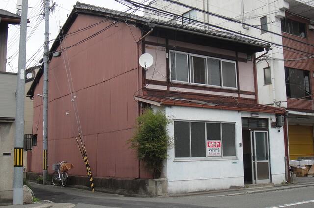 Kyo Machiya in Nakagyo, on Matsubara st., for Sale in Kyoto