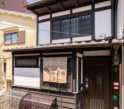 Renovated Machiya Guesthouse in Nakagyo near Omiya sta.