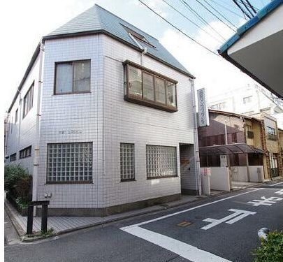House on Corner Plot, with Dance Hall, for Sale in Shimogyo Ward