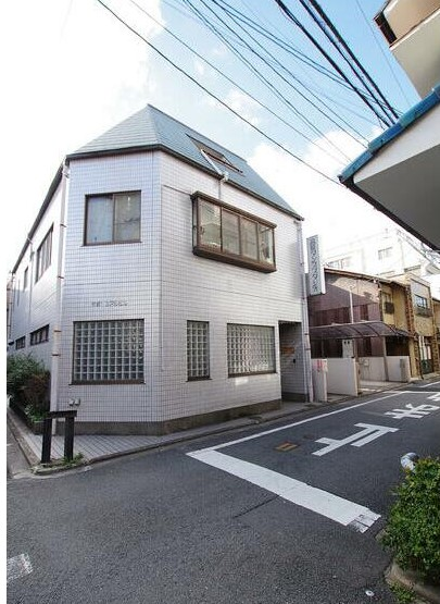 Price Changed: Sarashiyacho House, House on Corner Plot, with Dance Hall, for Sale in Shimogyo Ward