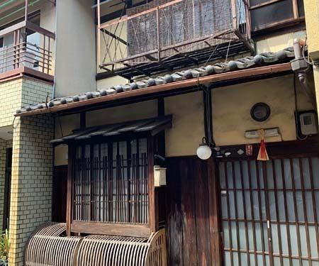 Non-Renovated Kyo-Machiya House near Senbon street, for Sale in Kamigyo Ward