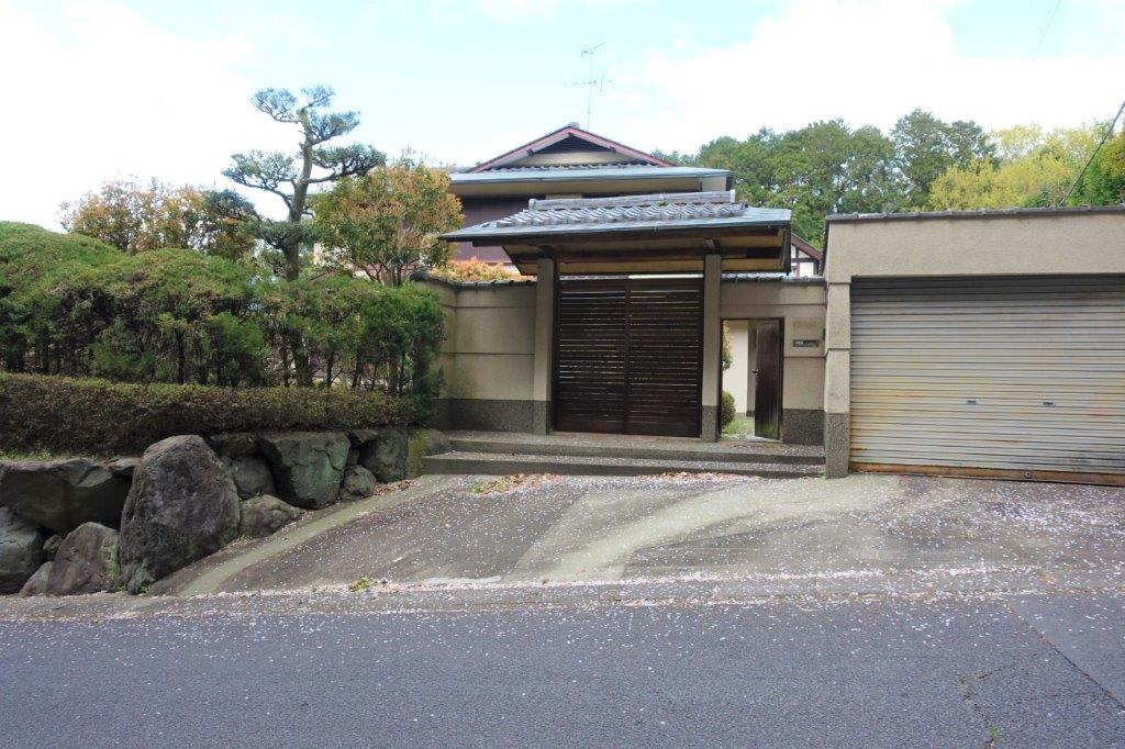 Price Changed: Shugakuin Hinokitogecho House, House with Good Size Garden, in Sakyo near Shugakuin Imperial Villa (Shugakuin-rikyu)