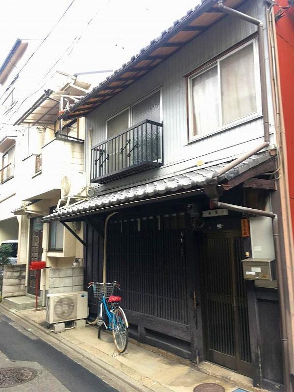 Price Changed: Tsukinuke non-renovated machiya, in Kamishichiken Area, House with Nishijin Factory